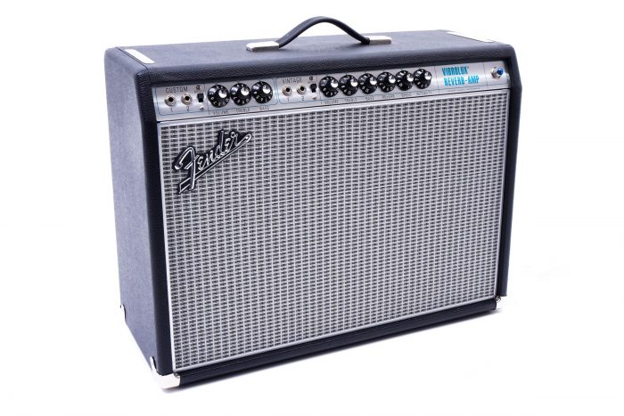 Vibrolux 700x467 - '68 Custom Fender Vibrolux Reverb Amp