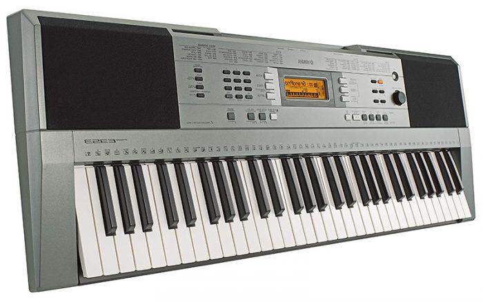 sintezator yamaha psr e353 bok 700x438 - Yamaha PSR-E353