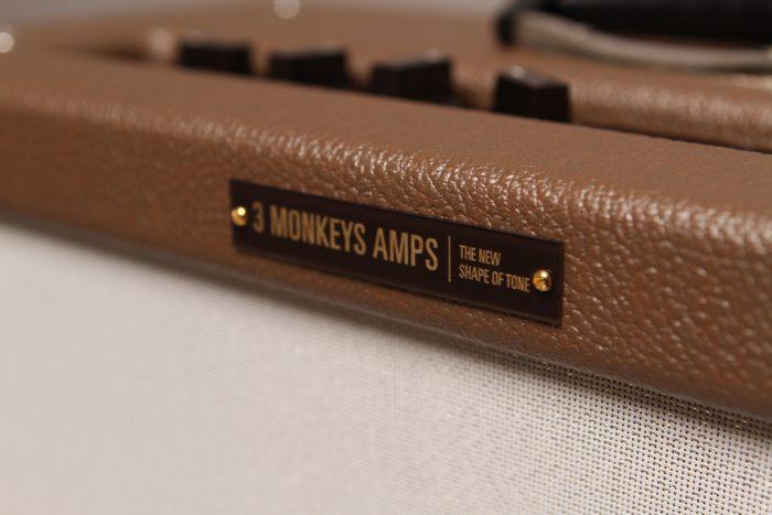 Front Logo 700x467 - 3 Monkeys Amp – Organ Grinder