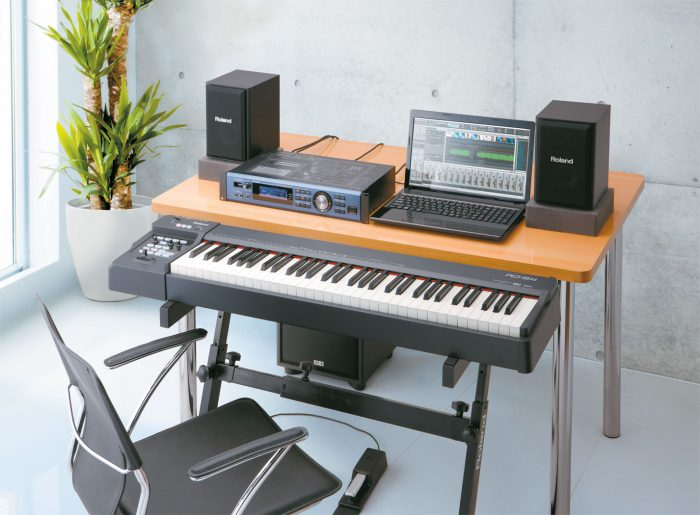 rd 64 desk gal 700x515 - Roland Rd-64 Digital Piano