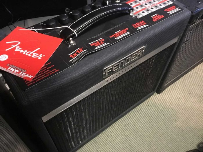 Fender Bassbreaker 15 Combo instore 700x525 - Fender Bassbreaker 15 Combo