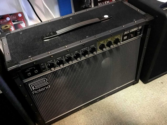 """Roland JC 40 700x525 - Roland Jc-40 Jazz Chorus 2 X 10"""" 40w Guitar Amp Combo (Jc40)"""